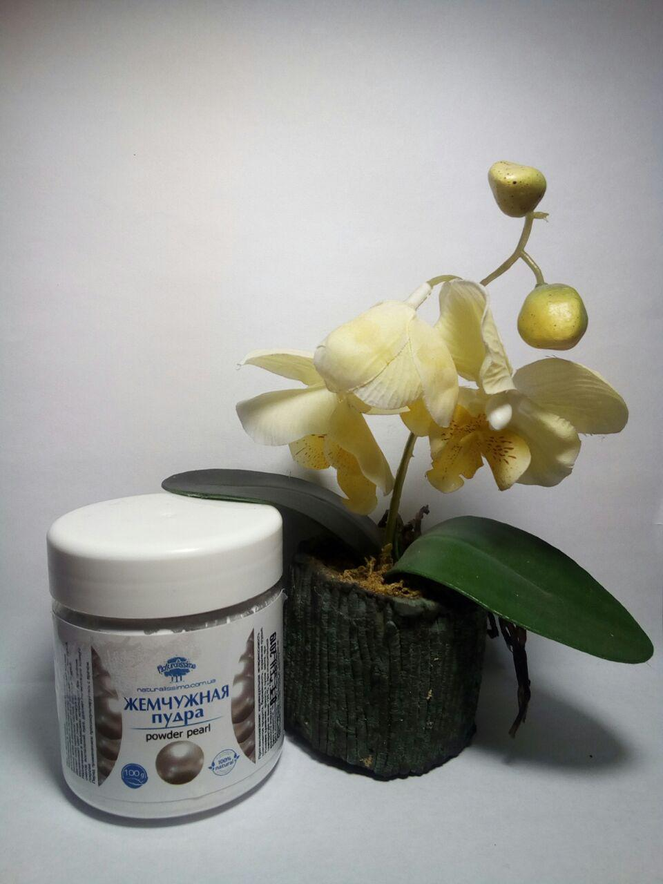 жемчужная пудра как косметическое средство для жирной кожи под макияж или дополнение в косметику